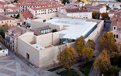Verwaltungsgebäude der Junta de Castilla y León in Zamora - Glas - Büro/Verwaltung - baunetzwissen.de