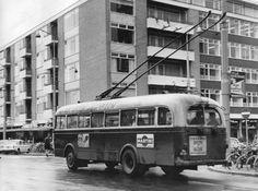 Groningen<br />De stad Groningen: Een trolleybus op het Kwinkeplein omstreeks 1971
