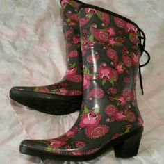 dav Cowboy Rain Boots.Says sz 8. But fit 7 n 7 1/2 dav Cowboy Rain Boots. Like new.  Size 8, But fits more like 7 1/2...  a reposh.  I bought on here, but didn't fit. With all this rain , you need these... Shoes Heeled Boots