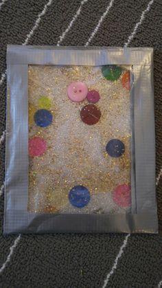 Fühlbeutel  Ich habe verwendet: zwei Zipbeutel Klebeband Glitzerpapier in silber Holunderblütensirup Bunte Knöpfe Goldglitzer eine Schere