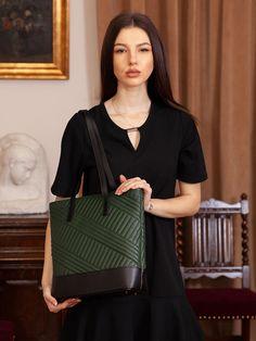 👜 Optează pentru geanta modernă Aaylin realizată din piele naturală ce poate fi integrată în foarte multe combinații vestimentare. 👜 Bucură-te de ✂️REDUCERI✂️de până la 50%.