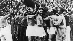 Italian Vintage Photographs ~ ~ Vittorio Pozzo, Italian national trainer, winner of two successive world cup titles, on his players' shoulders (June Football Icon, World Football, School Football, Football Soccer, Messi, Diego Armando, World Cup Champions, German People, World Cup Final