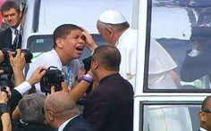 Pape François - Pope Francis - Papa Francesco - Papa Francisco - JMJ RIO 2013 - Jovem chora ao ser abençoado pelo Papa Francisco