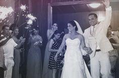 #Bengalas gigantes para tu salida de la #Iglesia...  Para #boda de #noche...  #LoQueNoPuedeFaltar  De: Mei Lang y Mario Foto:  @jaquierosillo   #Wedding #Sparks #Bride #Groom