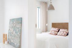 Hempeän vaalea makuuhuone houkuttelee kotoilemaan Bed, Furniture, Home Decor, Decoration Home, Stream Bed, Room Decor, Home Furnishings, Beds, Home Interior Design
