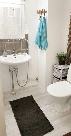 Elengiina: Dc-fix sisustusmuovi Diy Craft Projects, Diy Crafts, Dc Fix, Bath Mat, Beach House, Toilet, Sweet Home, Contact Paper, Bathroom