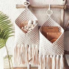 Diy Tricot Crochet, Crochet Home, Crochet Crafts, Macrame Wall Hanging Patterns, Macrame Patterns, Macrame Bag, Macrame Knots, Macrame Projects, Crochet Projects