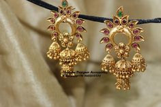 Gold Jhumka Earrings, Indian Jewelry Earrings, Gold Earrings Designs, Antique Earrings, Necklace Designs, Wedding Jewelry, Antique Jewelry, Jhumka Designs, Jewelry Armoire