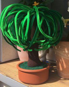 Crochet your tree – crochet your little tree – free pdf pattern free pdf guide – in german and english Source by Crochet Tree, Crochet Cactus, Crochet Butterfly, Crochet Flower Patterns, Diy Crochet, Crochet Flowers, Crochet Home Decor, Easy Projects, Flower Pots