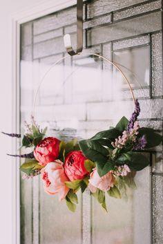 Stylish Home Decor, Cheap Home Decor, Home Decor Items, Home Decor Accessories, Home Decor Inspiration, Decor Ideas, Craft Ideas, Light Pink Flowers, Vintage Decor