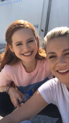Cheryl Blossom Riverdale, Riverdale Cheryl, Riverdale Funny, Riverdale Cast, Madelaine Petsch, Honey Blonde Hair, Brunette To Blonde, Riverdale Wallpaper Iphone, Cole M Sprouse