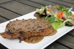 Érlelt hátszín steak zöldbors mártással Hungarian Recipes, Hungarian Food, Wok, Salmon Burgers, Steak, Bacon, Beef, Cooking, Ethnic Recipes