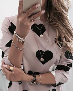 Diy Fashion, Fashion Outfits, T Shirts For Women, Clothes For Women, Heart Print, Womens Fashion Online, Pattern Fashion, Amazing Women, Trendy Outfits