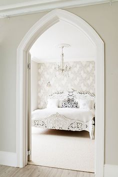 Walls in Elephant's Breath and woodwork in Wimborne White Bedroom Design Detail Architectural Details Modern by Farrow & Ball Farrow Ball, Farrow And Ball Paint, All White Farrow And Ball, Farrow And Ball Living Room, Farrow And Ball Kitchen, Living Room Paint, Living Rooms, Neutral Bedroom Decor, Romantic Bedroom Decor