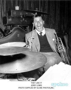 He got skills! Golden Age Of Hollywood, Vintage Hollywood, Hollywood Stars, Classic Hollywood, Jerry Lewis, Slapstick Humor, The Nutty Professor, Jack Benny, Muscular Dystrophies
