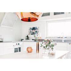 """""""HOMESTAGING - skinande koppar och vitt när @fantasticfrank säljer lägenhet  Är lite insnöad på att inspireras av homestaging """""""