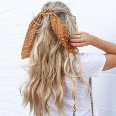 The Best NYFW Street Style Hair Accessory Trends - Life of Alley Looking to freshen up the way you wear your hair but not wanting to change the color and cut? Here are 5 of the best NYFW Hair accesory trends to consider. Headband Hairstyles, Down Hairstyles, Summer Hairstyles, Braided Hairstyles, Hairstyles With Scarves, Braided Mohawk, Medium Hairstyles, Latest Hairstyles, Hairstyle Ideas