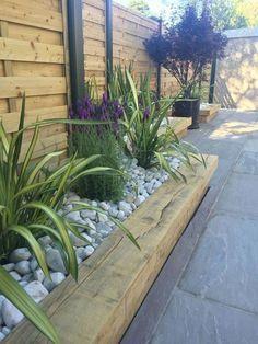 40 Amazing Small Garden Design to Beautify Your Backyard – Garden Projects Back Garden Design, Front Yard Design, Backyard Garden Design, Fence Garden, Diy Fence, Front Garden Ideas Driveway, Garden Beds, Backyard Ideas, Modern Landscape Design