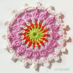 Crochet Flowers Design Customized summer bag with crochet motifs, free pattern by Anabelia Craft Design Crochet Circles, Crochet Mandala, Crochet Motif, Diy Crochet, Crochet Bags, Crochet Shell Stitch, Crochet Hook Set, Thread Crochet, Crochet Puff Flower