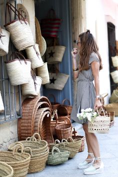 THE GIRL OF THE STRAW BAGS LOOKS - Bartabac