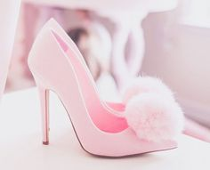 To be a girly girl you must wear pink heels Pretty Shoes, Beautiful Shoes, Cute Shoes, Me Too Shoes, Pretty In Pink, Pink Fashion, Fashion Shoes, Winter Fashion Boots, Mo S