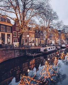 21 bucket list ideas to tick off this winter in Amsterdam from ice skating at the Rijksmuseum to a walk through Vondelpark. Amsterdam Photography, Scenic Photography, City Aesthetic, Travel Aesthetic, Amsterdam Pictures, Amsterdam Christmas, Places To Travel, Places To Go, Outdoor Dates