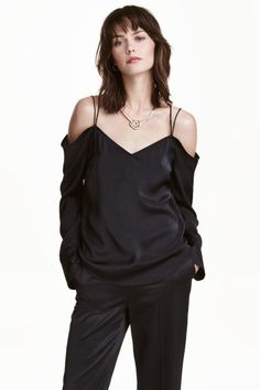 Cold-shoulder blouse: V-neck cold-shoulder blouse in satin with thin double shoulder straps that cross at the back, long cuffed sleeves and a rounded hem. Slightly longer at the back.