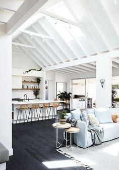 Die Hamptons, Hamptons Style Decor, Hampton Beach, Style At Home, Style Tropical, Dream Beach Houses, Modern Beach Houses, Hamptons Beach Houses, Modern Beach Decor