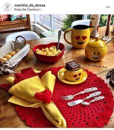 Mesa mais alegre e linda para o café de domingo da querida @casinha_da_dessa com nossos talheres tramontina bordados!!! ❤️