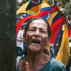 Te presentamos la selección: <<FOTOS DEL DÍA: #19M>> en Caracas Entre Calles. ============================  F O T Ó G R A F O S  >> @maovilla_ Visiten su galería ============================ SELECCIÓN @mahenriquezm TAG #CCS_EntreCalles ================ Team: @ginamoca @luisrhostos @mahenriquezm @teresitacc @floriannabd ================ #SOSVenezuela #Caracas #Venezuela #Instavenezuela #Gf_Venezuela #Ig_Venezuela #IgersMiranda #InstaloVenezuela #Ig_Caracas_ #Instapro_Ve #IgersVenezuela…