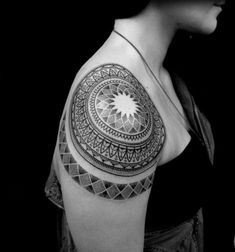 50 Brilliant Mandala Tattoos You Wish To Have - Best Mandala Tattoo Designs And Ideas For Men And Women There are many unique tattoo designs availa - Elegant Tattoos, Trendy Tattoos, Tattoos For Guys, Girl Tattoos, Tattoo Girls, Tribal Shoulder Tattoos, Mens Shoulder Tattoo, Forearm Tattoo Design, Mandala Tattoo Design