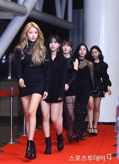 The Korean beauty industry and the people of color – antisocial tomato K Pop, J Hope Tumblr, Korean People, Gangnam Style, Flawless Beauty, Daily Beauty, G Friend, Korean Celebrities, Beauty Industry