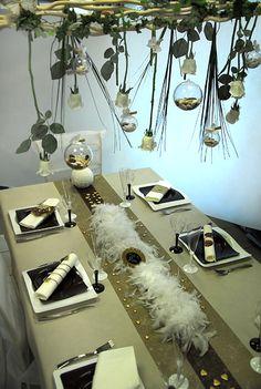 """Une table de mariage originale """"pluie de roses"""", à reproduire ! Inspirez vous du reste de nos photographies sur le blog.  #mariage #wedding #roses"""