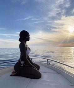 Black Girl Beach, Black Girls, Black Girl Bikini, Black Girl Aesthetic, Summer Aesthetic, Photos Corps, Bougie Black Girl, Foto Casual, Black Luxury