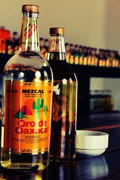 Casa Mezcal Oro de Oaxaca es la principal empresa productora de Mezcal Tradicional en el estado de Oaxaca. Su forma de elaboración tradicional se remonta desde finales de la década de los años 40, cuando nuestro fundador José López Mateo enfocó todo su esfuerzo y dedicación para lograr estandarizar y encontrar los balances de sabor y aroma que hoy en día podemos degustar.