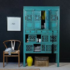 A stunning blue Chinese kitchen cabinet, c. Antique Chinese Furniture, Asian Furniture, Oriental Furniture, Paint Furniture, Furniture Design, Asian Inspired Decor, Asian Decor, Asian Interior, Modern Interior