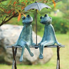 These 2 frog friends garden decor are too busy enjoying each-other's company to worry about a little rain.
