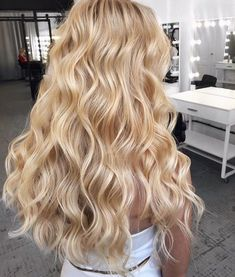 Nice champagne blonde color - All For Hair Cutes Blonde Hair Looks, Blonde Hair Shades, Blonde Waves, Light Blonde Hair, Blonde Color, Long Blonde Curly Hair, Honey Blonde Hair Color, Golden Blonde Hair, Blonde Hair No Highlights