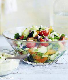 Maustettu tomaattisalaatti | Kotivinkki