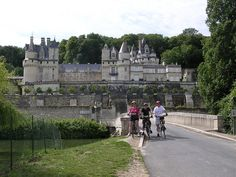 Loire Valley Bike Group Tour brought to you by dedeannasimplepleasures.blogspot.com