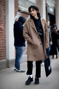 Milan Men's Fashion Week, Mens Fashion Week, Winter Fashion, Fashion Trends, Fashion Weeks, Fashion Outfits, Fashion Styles, Fashion Shirts, Street Fashion