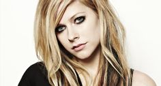 """E uscito """"Ecco su Mai Growing Up"""" il video di Ufficiale del Nuovo singolo di Avril Lavigne Che Nel video di estensione suo ribelle e spensierata venire Semper suona con la SUA banda alla festa del ballo scolastico, TRA PERSONE festeggiano il Che e SI divertono."""
