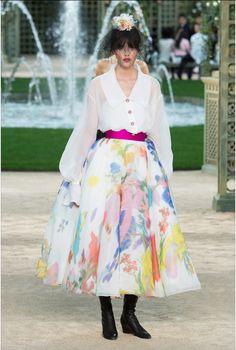 524ec9a034 Gli abiti più belli di alta moda primavera-estate 18. Collezione  EstivaChanel CouturePrimavera ChanelPasserellaFlorealeGonneModelloHaute  Couture