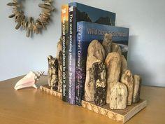 Creatività con legno riciclato! 13 bellissimi lavoretti fai da te Visit Britain, Driftwood Art, Recycled Art, The Good Place, Bookends, Recycling, Diy, Home Decor, Wreaths