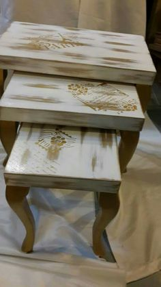 Mosaic Furniture, Painted Furniture, Diy Furniture, Outdoor Furniture, Outdoor Decor, Decoupage Art, Painted Chairs, Stencil Diy, Nesting Tables