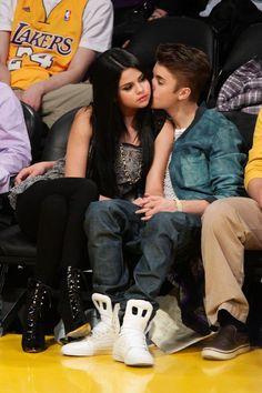Justin Bieber Selena Gomez, Estilo Selena Gomez, Justin Bieber And Selena, Selena Gomez Cute, Justin Bieber Pictures, Cute Celebrity Couples, Cute Couples, Cute Celebrities, Hollywood Celebrities
