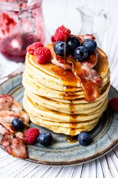 Pancakes are the perfect breakfast dish and can also make a tasty sweet treat. Grab this easy Fluffy American Pancakes recipe for your Thermomix and learn how to make the basic pancakes as well as add your favourite toppings to them. Thermomix Pancakes, Thermomix Desserts, Pancakes Easy, Oatmeal Pancakes, Yummy Snacks, Snack Recipes, Cookbook Recipes, Kitchen Recipes, Brunch Recipes
