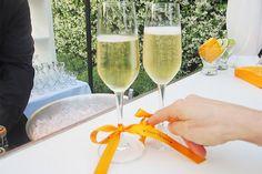 Bedrukt lint om de champagneglazen. Een mooi lint om de champagneglazen bedrukt met een nieuwjaarswens of de namen van uw gasten.  http://www.lintbedrukken.nl