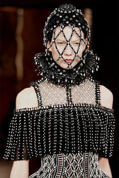 Alexander McQueen Fall 2013 Ready-to-Wear Collection Photos - Vogue Fashion Week Paris, Fashion Art, Fashion Show, Fashion Design, Fashion Models, Alexander Mcqueen Couture, Eiko Ishioka, Moda Paris, Ex Machina
