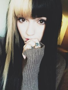 wow. i barely recognized her in this picture. it's leda.. well, i really like her hair here.